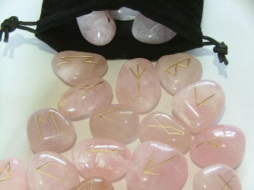 Rune in quarzo rosa